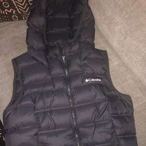 Columbia Hooded Puffer Vest- Women's Size Large